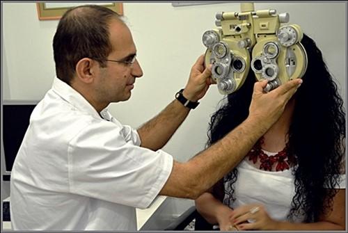 בדיקת ראייה חינם על ידי אופטומטריסט מוסמך